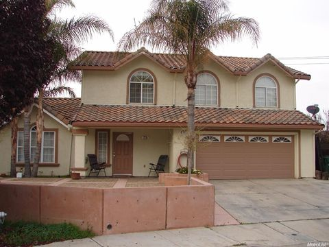 573 Rosewood Ct  Los Banos  CA 93635. Merced County  CA Houses for Sale with Swimming Pool   realtor com