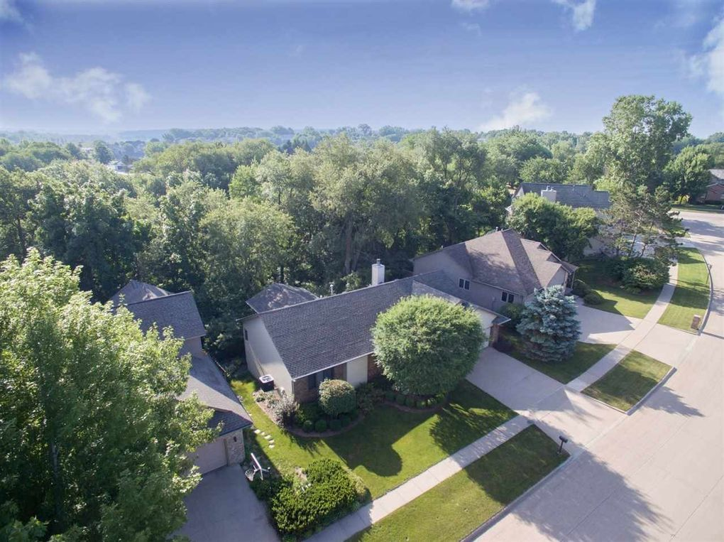 1805 Brown Deer Trl Coralville, IA 52241
