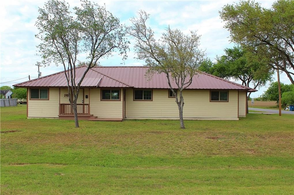 715 E 4th St, Bishop, TX 78343