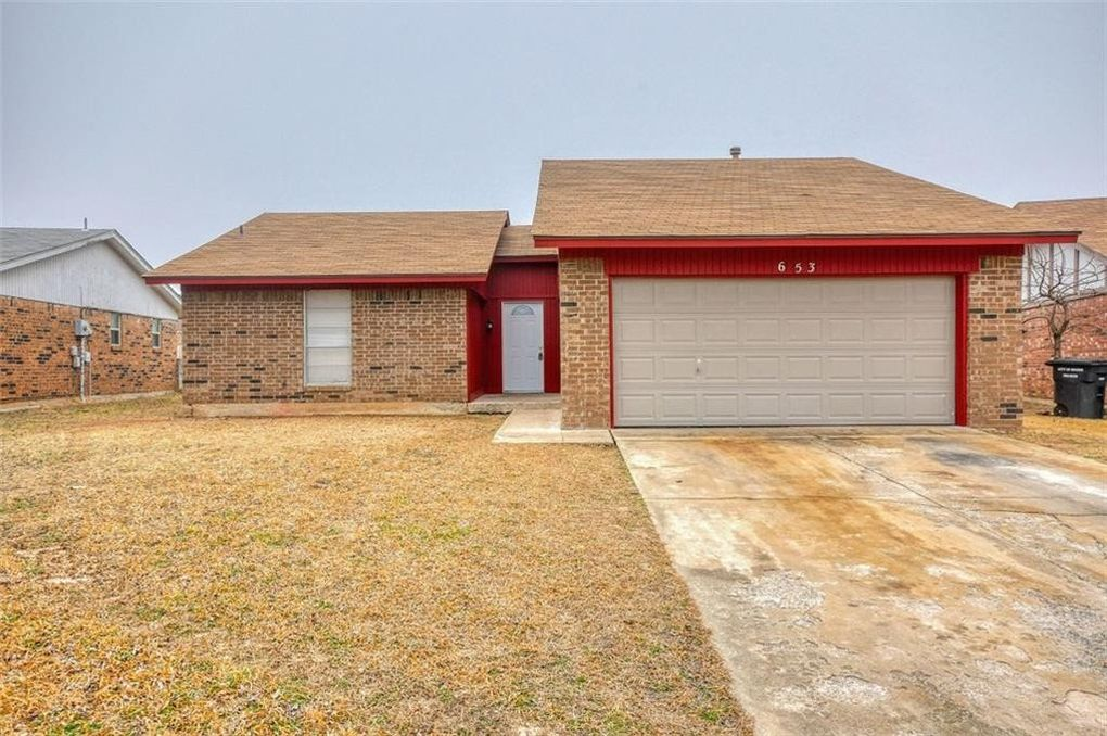 653 Nw 17th St, Moore, OK 73160