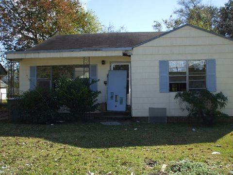 5204 4th St, Port Arthur, TX 77642