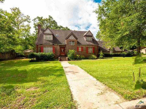 Photo of 101 Orchard Cir, Naples, TX 75568