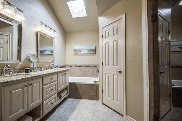 213 Cimarron Trl Apt 2 Irving Tx 75063 Bathroom