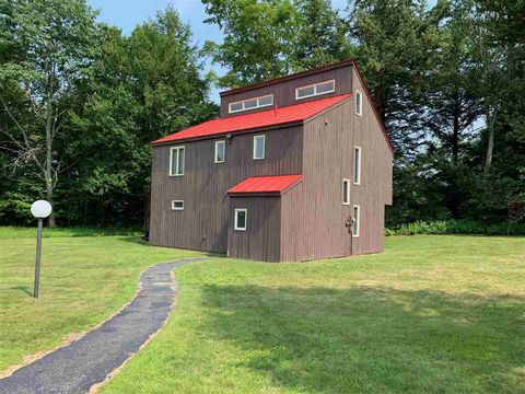 Photo of 34 Northpointe Rd, Thornton, NH 03285