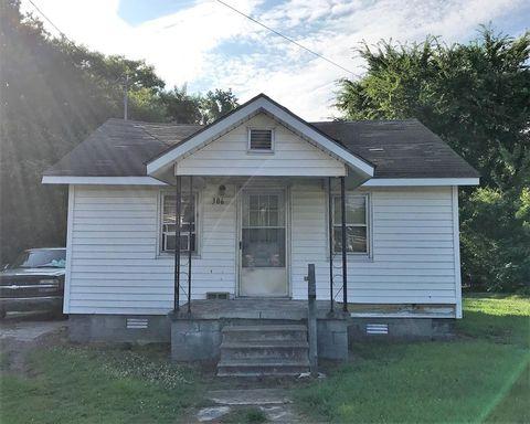 306-312 S Goldsboro St, Fremont, NC 27830