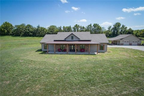 Photo of 7846 Strawberry Hill Rd, Odessa, MO 64076