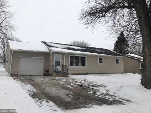 Photo of 519 9th St, Gaylord, MN 55334