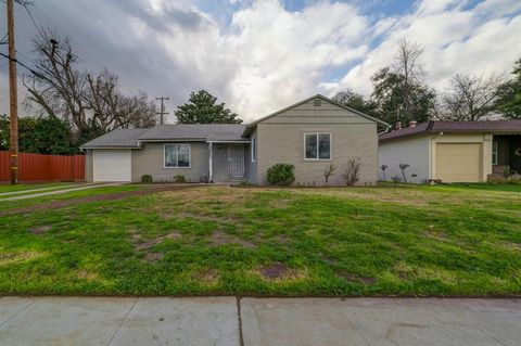 Photo of 2825 N Fruit Ave, Fresno, CA 93705