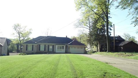 108 Lake Front Dr, Green, OH 44319