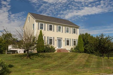 Photo of 5 North Rd, East Kingston, NH 03827