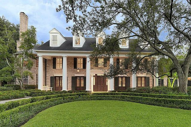 204 kensington ct houston tx 77024 for Victorian style manufactured homes