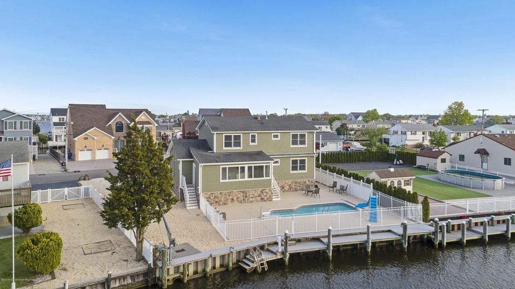 18 Bahama Ave, Toms River, NJ 08753