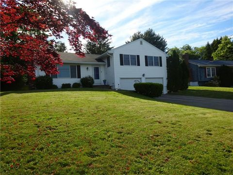 Photo of 14 High St, Middletown, RI 02842