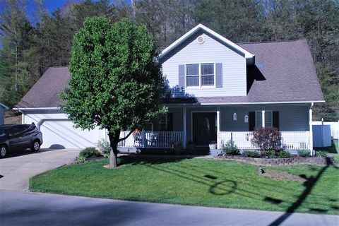 Photo of 268 Hidden Valley Rd, Paintsville, KY 41240