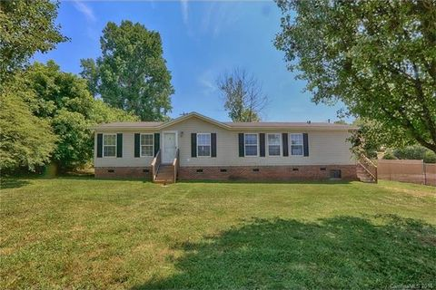 104 Thompkins St, High Shoals, NC 28077