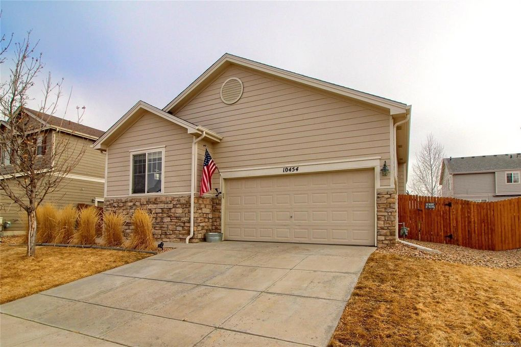 10454 Victor St, Commerce City, CO 80022