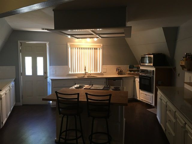 1280 Old Country Rd Ponca City Ok 74604 Kitchen