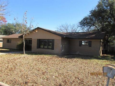 Photo of 2103 S High St, Brady, TX 76825