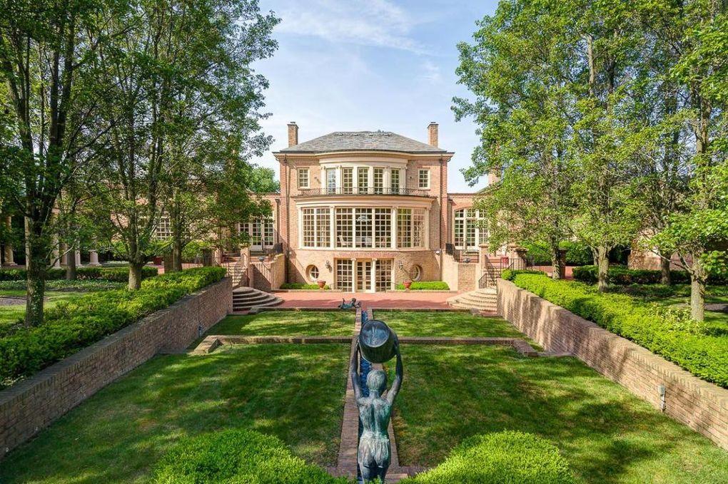 Massive 10,000 square foot home in New Albany, Ohio