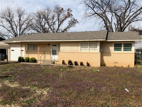Photo of 208 W Custer St, Seymour, TX 76380