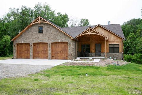 Photo of 2980 Wildwood Rd, Groveland Township, MI 48442