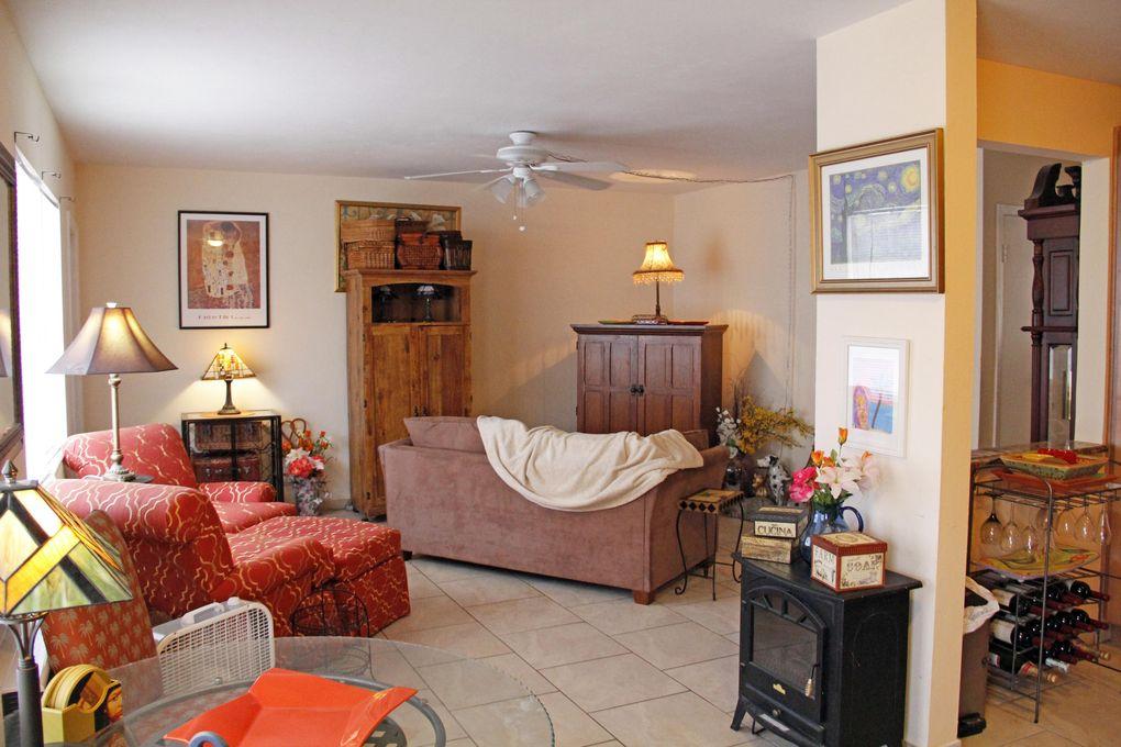 810 Lake Shore Dr Apt 19, Lake Park, FL 33403