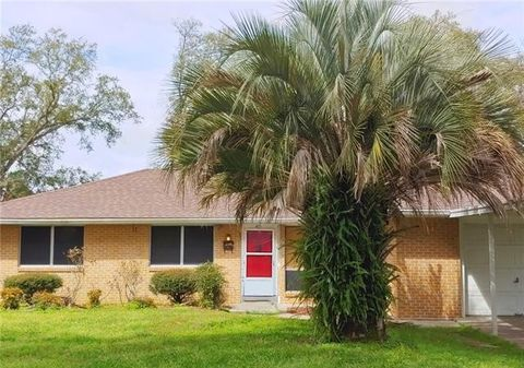 Photo of 419 Pine St, Norco, LA 70079