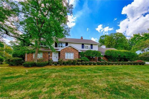 Photo of 21350 Almar Dr, Shaker Heights, OH 44122