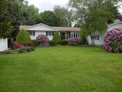1596 Chase Rd, Shavertown, PA 18708