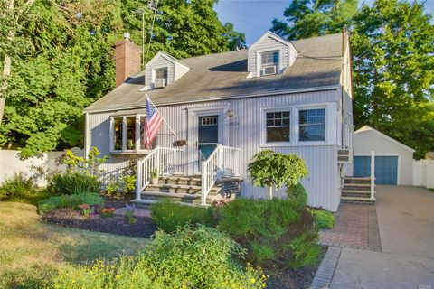 Photo of 3624 Manhasset St, Seaford, NY 11783