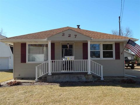227 N Spring St, Franklin Grove, IL 61031