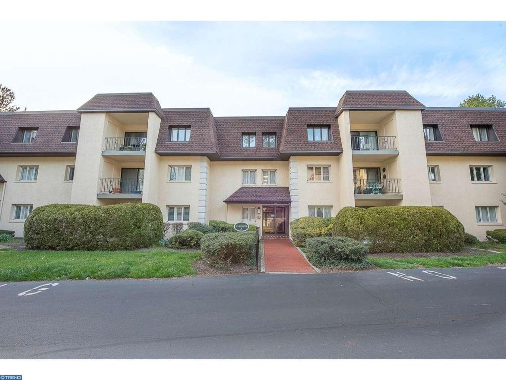 303 Summit Dr Unit A, Bryn Mawr, PA 19010