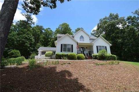 Photo of 715 Moss Dr, Rutherfordton, NC 28139