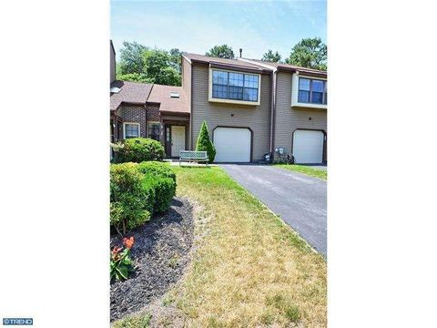 47 Golf Club Way, Evesham, NJ 08053
