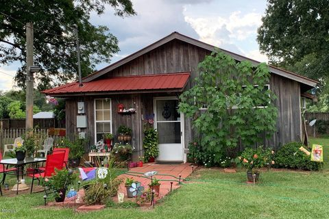 8104 Beaver Dam Rd, Lucedale, MS 39452