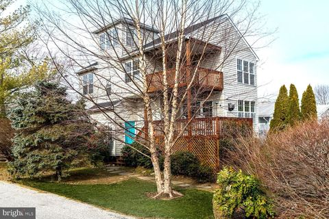 Photo of 3722 Carroll Dr, Edgewater, MD 21037