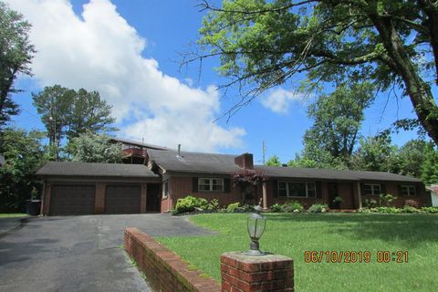 Photo of 109 Hollywood Dr, Middlesboro, KY 40965
