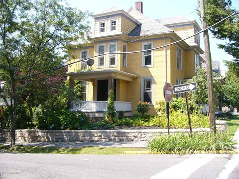 Photo of 601 Thomas St, Stroudsburg, PA 18360