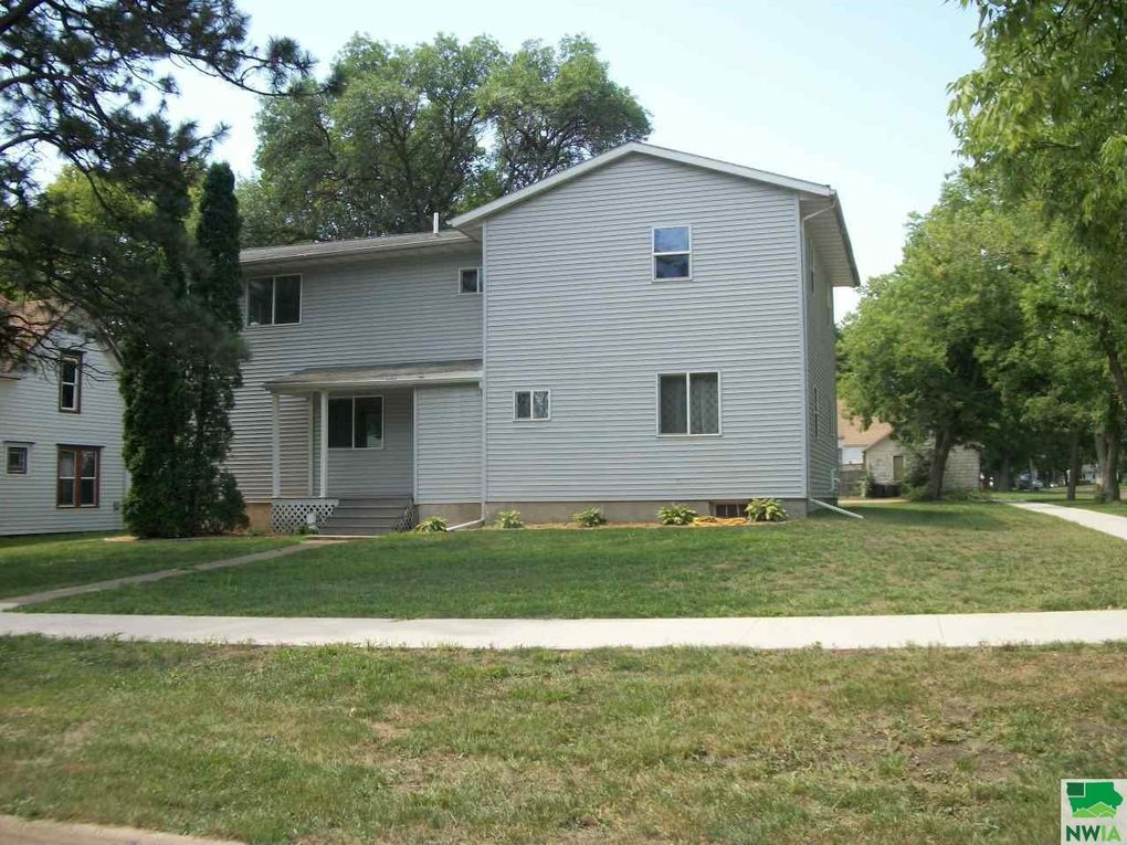 445 N Roosevelt Ave, Cherokee, IA 51012