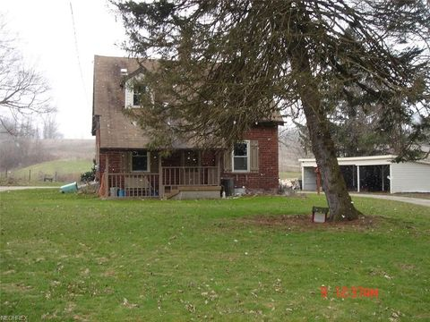 1691 Bacon Ave, East Palestine, OH 44413