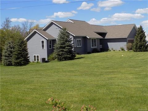 5982 Oak Hill Rd, Brandon, MI 48462