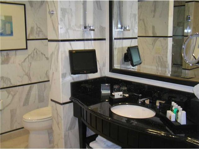 4391 Collins Ave Unit 1716, Miami Beach, FL 33140 - Bathroom