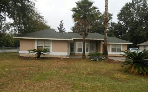 1054 Sw Charleston Ct, Lake City, FL 32025