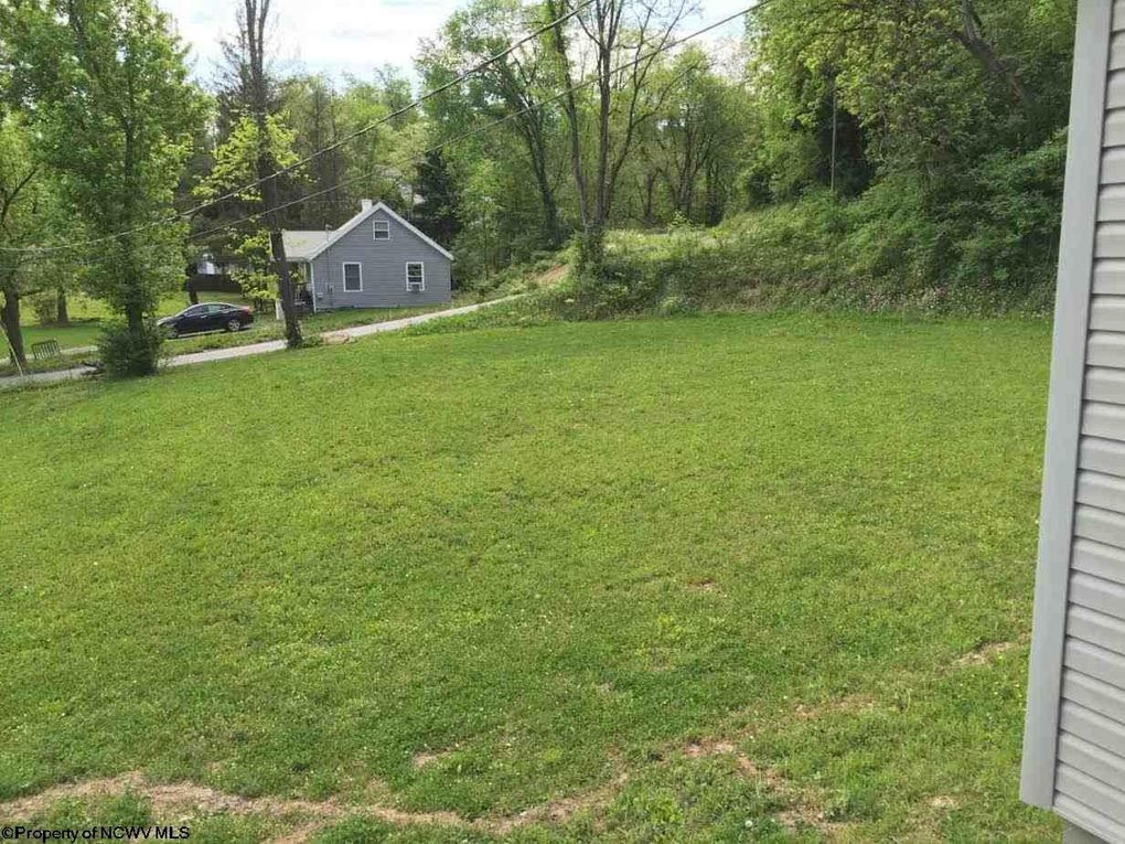 647 Poling Ave, Westover, WV 26501