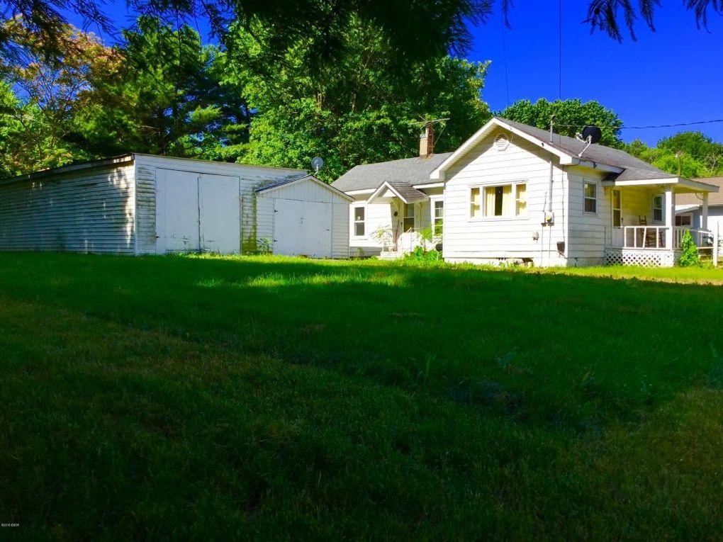 1008 Gardner St Benton, IL 62812