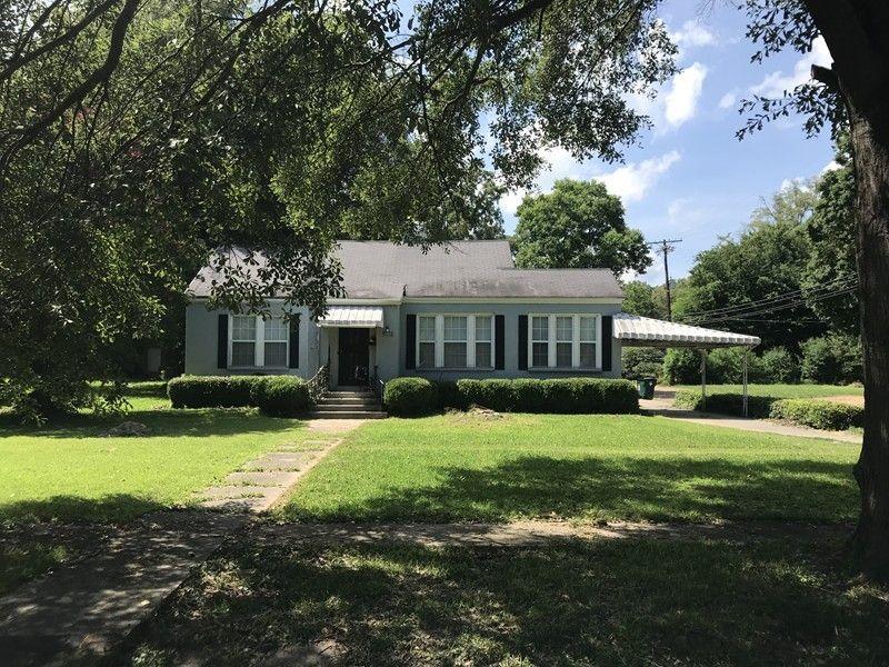 300 W Jefferson Ave, Greenwood, MS 38930
