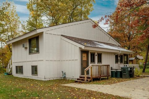 30319 N Pinewood Dr, Breezy Point, MN 56472