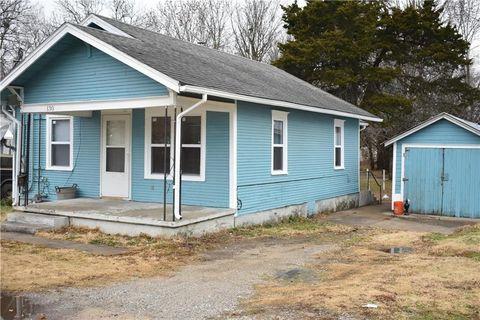 130 Parker St, Osawatomie, KS 66064