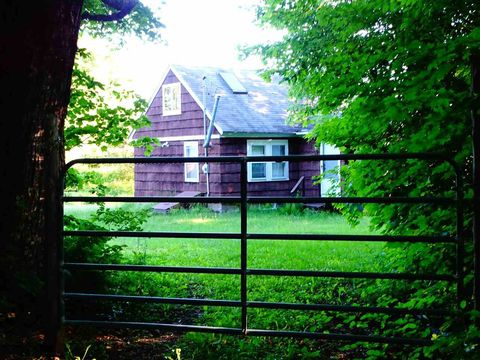 Photo of 337 Hinman Rd, Glover, VT 05839