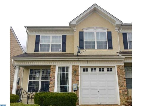 27 Beaumont Pl, Mount Holly, NJ 08060